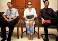 Etika di Pengadilan: Baju Seksi Transparan Dibiarkan, Baju Batik Ditegur <- Video Terbaru